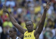 Bolt acena durante eliminatórias dos 100m no Rio.  13/08/2016.  REUTERS/Phil Noble