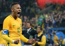 2016 Rio Olympics - Soccer - Quarterfinal - Men's Football Tournament Quarterfinal Brazil v Colombia - Corinthians Arena - Sao Paulo, Brazil - 13/08/2016. Neymar (BRA) of Brazil celebrates a victory. REUTERS/Paulo Whitaker