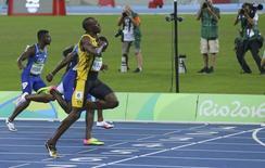 2016 Rio Olympics - Athletics - Final - Men's 100m Final - Olympic Stadium - Rio de Janeiro, Brazil - 14/08/2016. Usain Bolt (JAM) of Jamaica gestures as he runs toward the finish line to win the gold.     REUTERS/Murad Sezer