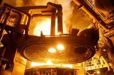 Дуговая электропечь на сталелитейном заводе НЛМК около Калуги. Промышленное производство РФ в июле 2016 года снизилось на 0,3 процента в годовом выражении, и на 0,9 процента к предыдущему месяцу с исключением сезонного и календарного факторов, сообщил Росстат. REUTERS/Maxim Shemetov
