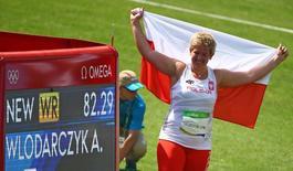 Atleta polonesa Anita Wlodarczyk comemora novo recorde mundial no arremesso de martelo e medalha de ouro nos Jogos Rio 2016 15/08/2016 REUTERS/David Gray