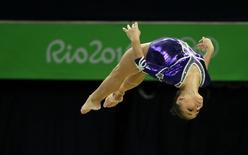 A atleta brasileira Flávia Saraiva compete durante a final da trave nos Jogos Olímpicos no Rio de Janeiro, Brasil 15/08/2016 REUTERS/Marko Djurica