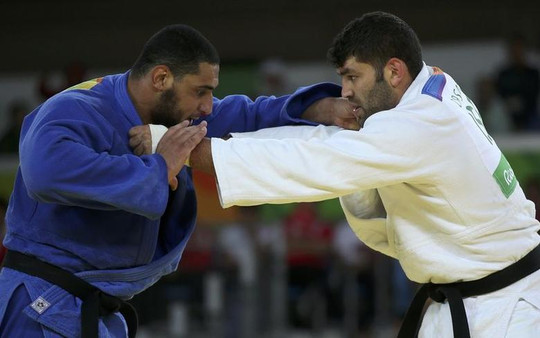 2016 Rio Olympics - Judo - Preliminary - Men +100 kg Elimination Rounds - Carioca Arena 2 - Rio de Janeiro, Brazil - 12/08/2016. Or Sasson (ISR) of Israel and Islam El Shehaby (EGY) of Egypt compete. REUTERS/Toru Hanai