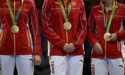 Medalhistas chinesas durante cerimônia de entrega de medalhas do tênis de mesa na Rio 2016.     16/08/2016          REUTERS/Alkis Konstantinidis