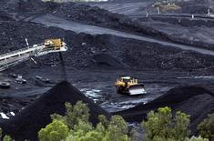 Il y a moins d'un an, le charbon était considéré comme une matière première engagée dans un déclin historique.  Pourtant, son prix vient de connaître son envolée la plus spectaculaire depuis plus de dix ans, ce qui en fait l'une des matières premières les plus recherchées du moment. /Photo d'archives/REUTERS/James Regan