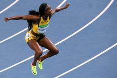 Jamaicana Elaine Thompson celebrando vitória na Rio 2016.         13/08/2016        REUTERS/David Gray