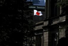 Bandeira nacional japonesa vista na sede do banco central, em Tóquio.     15/03/2016       REUTERS/Toru Hanai