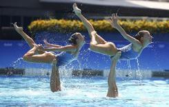 Сборная России по синхронному плаванию выступает на Олимпиаде в Рио-де-Жанейро 19 августа 2016 года. Сборная России по синхронному плаванию выиграла золотые медали Олимпийских игр в Рио-де-Жанейро. REUTERS/Michael Dalder