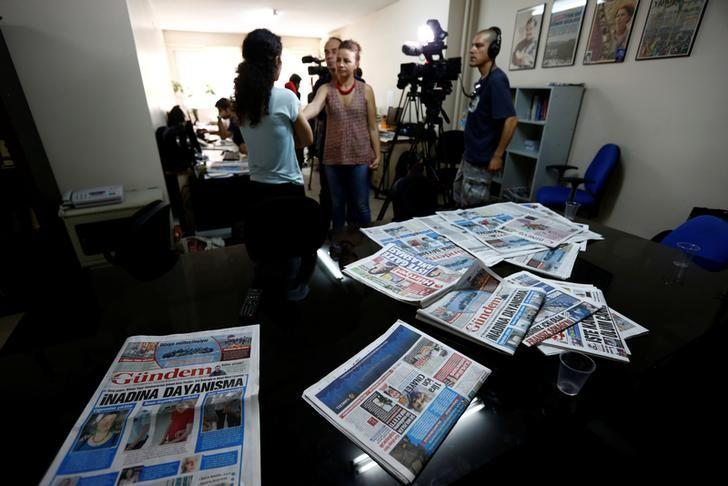 A journalist of pro-Kurdish Ozgur Gundem gives an interview to a German TV channel at their newsroom before a protest against the arrest of three prominent campaigners for press freedom, in front of the pro-Kurdish Ozgur Gundem newspaper in central Istanbul, Turkey, June 21, 2016. REUTERS/Murad Sezer