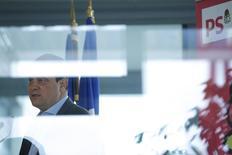 """Dans les colonnes du JDD, le Premier secrétaire du PS Jean-Christophe Cambadélis demande à Arnaud Montebourg, qui devrait annoncer sa candidature à l'élection présidentielle ce dimanche, de lever """"ambiguïtés"""" de ses choix politiques. /Photos d'archives /REUTERS/Charles Platiau"""