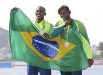 Canoístas brasileiros Isaquias Queiroz e Erlon de Souza, medalhistas de prata nos Jogos Rio 2016. 20/08/2016 REUTERS/Murad Sezer