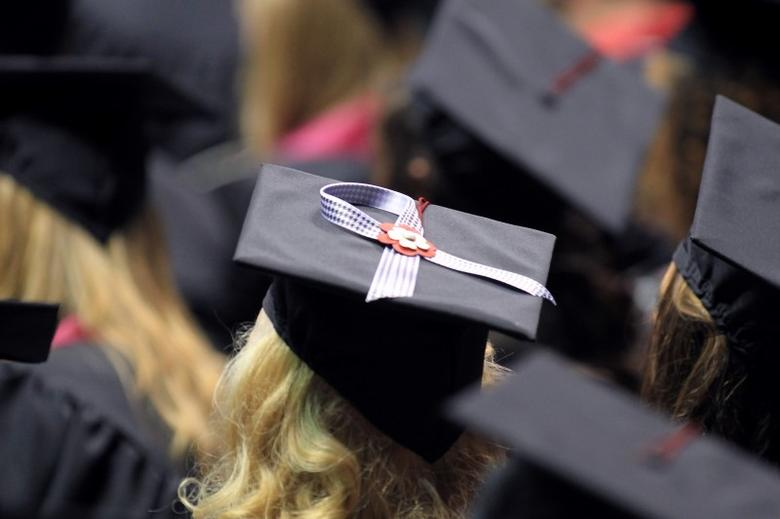 A graduate wears a houndstooth ribbon on her graduation cap during the University of Alabama commencement ceremony at Coleman Coliseum in Tuscaloosa, Alabama, August 6, 2011, in honor of fellow students who were killed in a devastating April 27, 2011 tornado. REUTERS/Marvin Gentry