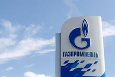 Стела на АЗС Газпромнефти в Москве. 30 мая 2016 года. Чистая прибыль Газпромнефти по международным стандартам финансовой отчетности во втором квартале 2016 года снизилась на 33 процента до 48,854 миллиарда рублей с 73,225 миллиарда рублей годом ранее, сообщила компания в четверг. REUTERS/Maxim Zmeyev