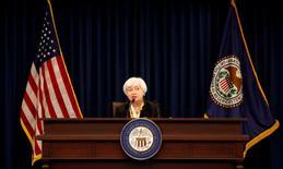 A medida que los banqueros centrales llegan el jueves al centro vacacional en las montañas de Jackson Hole para una conferencia anual sobre política monetaria, algunas autoridades de la Reserva Federal aprovecharon para reiterar su petición de alzas de tipos de interés, citando una mejoría en el empleo y la inflación. En la imagen de archivo, la presidenta de la Fed, Janet Yellen, en una conferencia de prensa en Washington. REUTERS/Kevin Lamarque