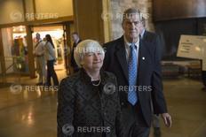 Janet Yellen,  presidenta de la Reserva Federal de Estados Unidos, arriba al simposio anual de banqueros centrales de Jackson Hole, en Wyoming. REUTERS/David Stubbs (UNITED STATES - Tags: BUSINESS)