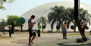 Pessoas jogando Pokémon Go no Parque Ibirapuera, São Paulo.    05/08/2016            REUTERS/Paulo Whitaker