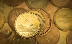 """A Canadian dollar coin, commonly known as the """"Loonie"""", is pictured in this illustration picture taken in Toronto January 23, 2015. The Canadian dollar strengthened against the U.S. dollar on Friday after Canadian CPI data showed an increase in core inflation.   REUTERS/Mark Blinch (CANADA - Tags: BUSINESS) - RTR4MOVR"""