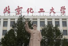 A statue of late Chairman Mao Zedong is pictured at Beijing University of Chemical Technology in Beijing, China, August 4, 2016. REUTERS/Jason Lee/File Photo
