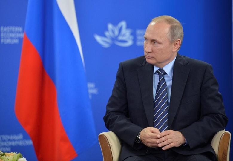 Russian President Vladimir Putin attends a meeting with Japanese Prime Minister Shinzo Abe on the sidelines of Eastern Economic Forum in Vladivostok, Russia, September 2, 2016. Sputnik/Kremlin/Alexei Druzhinin/via REUTERS