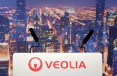 Veolia prévoit d'investir 750 millions de livres sterling (895 millions d'euros) dans son activité britannique de recyclage au cours des cinq prochaines années afin de profiter de la hausse des taxes sur les décharges qui encourage les municipalités et les entreprises à développer le recyclage. /Photo d'archives/REUTERS/Christian Hartmann