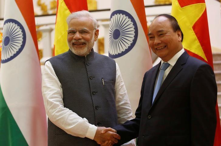 India's Prime Minister Narendra Modi (L) poses for a photo with his Vietnamese counterpart Nguyen Xuan Phuc at the Government office in Hanoi, Vietnam September 3, 2016. REUTERS/Kham