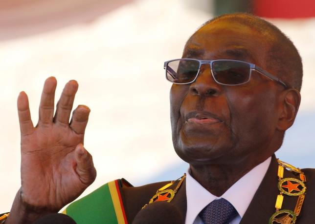 Zimbabwe's President Robert Mugabe gestures as he addresses a gathering in a speech to mark the National Heroes Day celebrations in the capital Harare, Zimbabwe August 8, 2016. REUTERS/Philimon Bulawayo