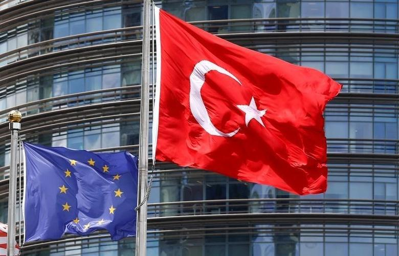 European Union (L) and Turkish flags fly outside a hotel in Istanbul, Turkey May 4, 2016. REUTERS/Murad Sezer/Files