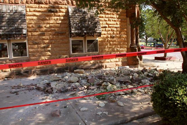 Stonework litters the sidewalk outside an empty jewelry store at the corner of Sixth and Harrison in Pawnee, Oklahoma, U.S. September 3, 2016 after a 5.6 earthquake struck near the north-central Oklahoma town.  REUTERS/Lenzy Krehbiel-Burton