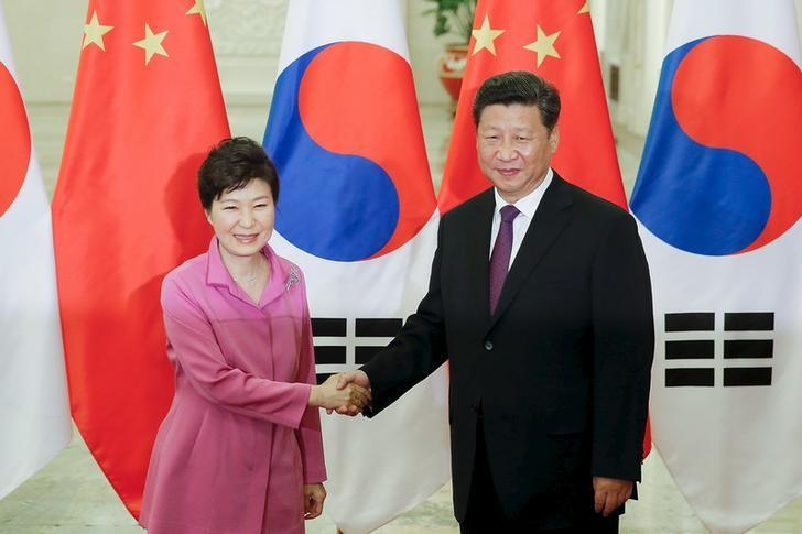 Chinese President Xi Jinping (R) shakes hands with South Korean President Park Geun-hye at The Great Hall Of The People on September 2, 2015 in Beijing, China. REUTERS/Lintao Zhang/Pool/Files