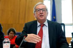 El presidente de la Comisión Europea, Jean-Claude Juncker, preside una reunión del órgano ejecutivo de la UE en Bruselas, Bélgica, el 27 de julio de 2016. Una decisión de la Unión Europea que obliga a Apple a pagar un enorme cargo impositivo a Irlanda se basó claramente en hechos y reglamentos existentes y no fue una acción contra Estados Unidos, dijo el domingo el presidente de la Comisión Europea, Jean-Claude Juncker. REUTERS/Francois Lenoir