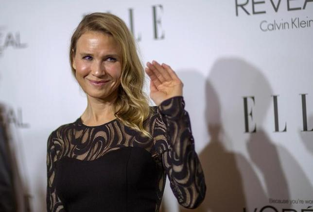 Actress Renee Zellweger waves at the 21st annual ELLE Women in Hollywood Awards in Los Angeles, California, U.S. on October 20, 2014.  REUTERS/Mario Anzuoni/File Photo