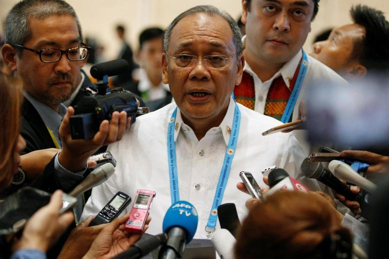 Philippine presidential spokesperson Ernesto Abella talks to the media after he read a statement from the Philippine government at the ASEAN Summit in Vientiane, Laos September 6, 2016. REUTERS/Soe Zeya Tun