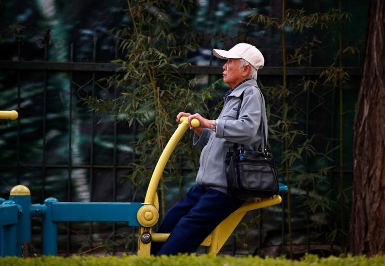 An elderly exercises in Beijing, October 17, 2013.  REUTERS/Petar Kujundzic