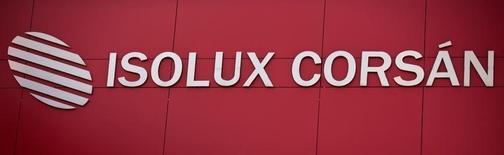 La constructora Isolux dijo el martes que recortará en alrededor de un tercio su plantilla en España a través de un expediente de regulación de empleo que ya ha comunicado a los sindicatos.  Imagen del logo de Isolux en Madrid, España el 18 de mayo de 2016. REUTERS/Andrea Comas