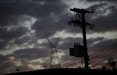 Torres de transmissão de energia vistas em São Paulo.   07/08/2015          REUTERS/Nacho Doce