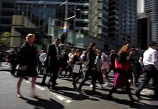 Sydney aux heures de bureau. L'Australie a enregistré au deuxième trimestre sa croissance en rythme annuel la plus prononcée en quatre ans, ce pays riche en ressources naturelles connaissant ainsi un quart de siècle sans récession. /Photo prise le 7 septembre 2016/REUTERS/Jason Reed