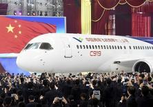 Le C919, le plus gros avion de ligne jamais construit par la Chine, pourrait effectuer son vol inaugural vers la fin de l'année, /Photo prise le 2 décembre 2015/REUTERS