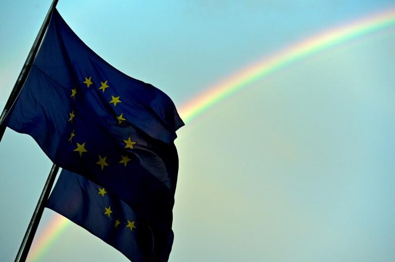 A rainbow is seen behind European flags during a euro zone EU leaders summit at the European Council headquarters in Brussels, Belgium, July 7, 2015.    REUTERS/Eric Vidal