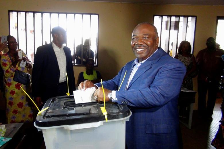 Gabon's President Ali Bongo Ondimba votes during the presidential election in Libreville, Gabon, August 27, 2016. REUTERS/Gerauds Wilfried Obangome