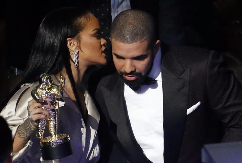 Drake speaks with Rihanna after presenting her with the Michael Jackson Video Vanguard Award during the 2016 MTV Video Music Awards in New York, U.S., August 28, 2016.   REUTERS/Lucas Jackson