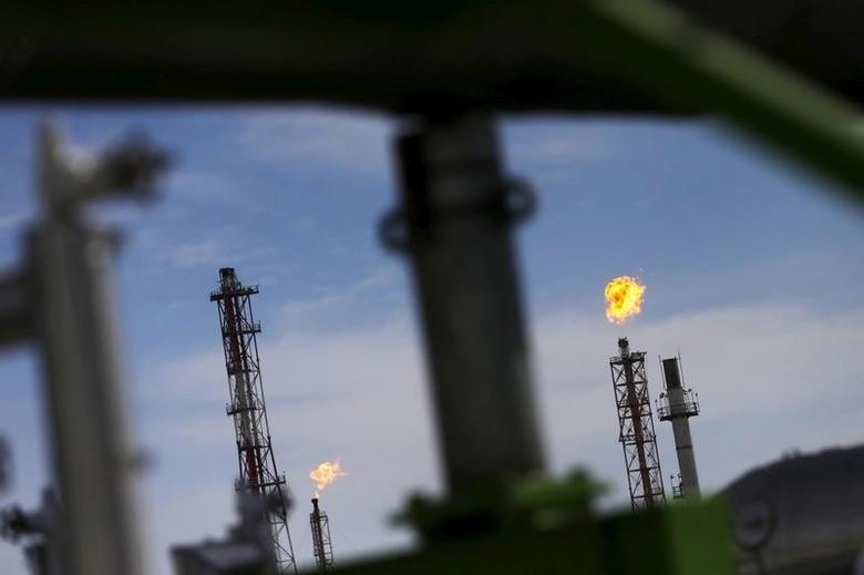 A view of Mexico's national oil company Pemex's refinery in Salamanca, in Guanajuato state, Mexico, February 8, 2016. REUTERS/Edgard Garrido