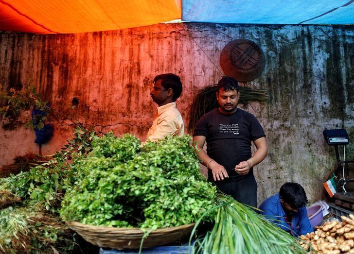Vendors work at a wholesale vegetable market in Mumbai, India, August 16, 2016. REUTERS/Danish Siddiqui/Files