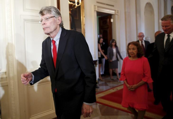 Author Stephen King enters the East Room to receive the National Medal of Arts during a ceremony at the White House in Washington September 10, 2015.  REUTERS/Kevin Lamarque/Files