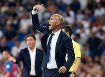 Técnico do Real Madrid, Zinedine Zidane.    27/08/2016           REUTERS/Andrea Comas