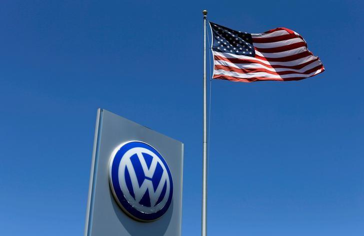 A U.S. flag flutters in the wind above a Volkswagen dealership in Carlsbad, California, U.S. May 2, 2016.  REUTERS/Mike Blake/Files