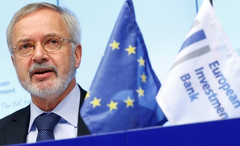 European Investment Bank (EIB) President Werner Hoyer presents the bank's annual results during a news conference in Brussels February 19, 2014.  REUTERS/Francois Lenoir
