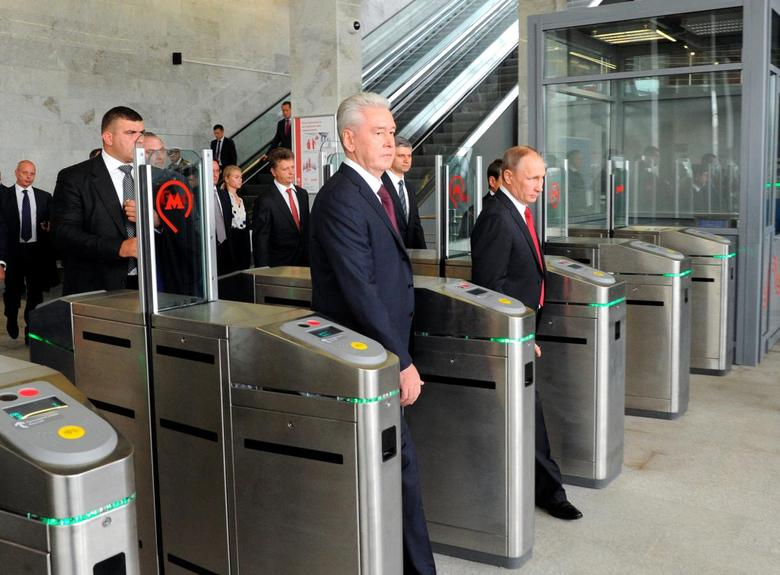 Russian President Vladimir Putin (R) and Moscow Mayor Sergei Sobyanin (C) enter a station as they attend the opening of the Central Ring line in Moscow, Russia September 10, 2016. Sputnik/Kremlin/Mikhail Klimentyev/via REUTERS