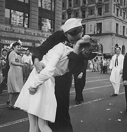 U.S. Navy sailor Glenn Edward McDuffie (L) kisses a nurse in Times Square in an impromptu moment at the close of World War Two, after the surrender of Japan was announced in New York August 14, 1945. Picture taken August 14, 1945. REUTERS/Victor Jorgensen/US Navy/Handout via Reuters/Files