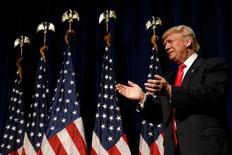 Кандидат в президенты США от республиканцев Дональд Трамп в Гринвилле, Северная Каролина, 6 сентября 2016. Трамп назвал здоровье, свое и соперников, ключевым вопросом выборов, за два месяца до которых представляющая демократов 68-летняя Хиллари Клинтон свалилась с пневмонией. REUTERS/Mike Segar