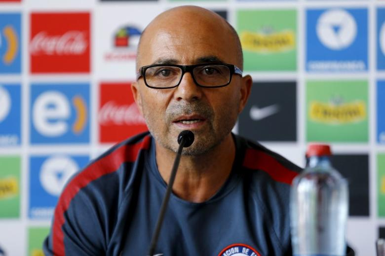 Chile's national soccer team head coach Jorge Sampaoli delivers a statement to the media in Santiago, Chile, January 13, 2016.  REUTERS/Ivan Alvarado